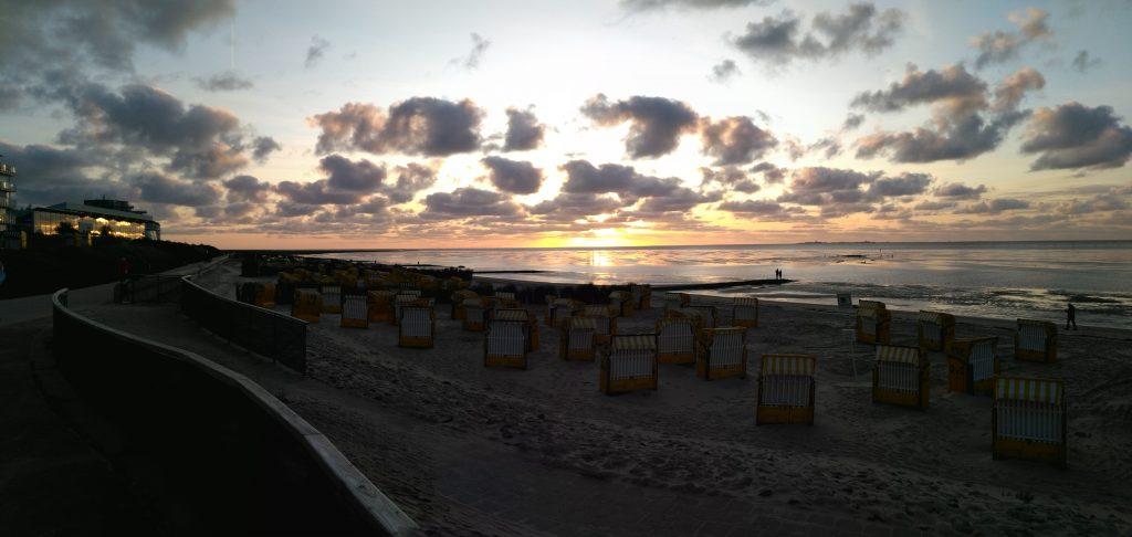 Sonnenuntergang un Dünen an der Nordsee